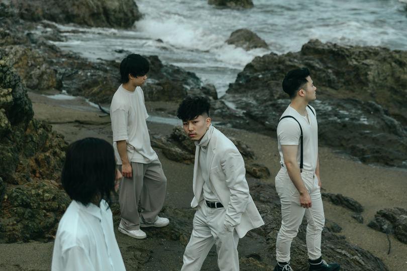 CROWSALIVEが1stアルバム『TWILIGHT WORLD』をリリース!
